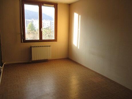 Appartement à louer 4 77.8m2 à Échirolles vignette-4