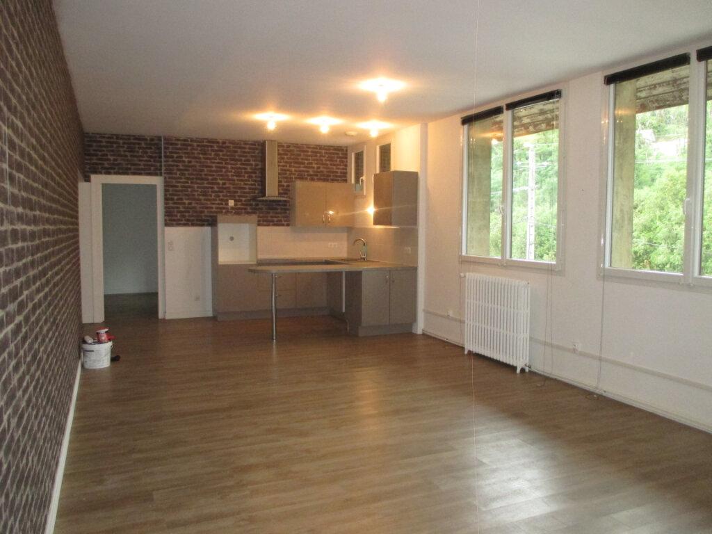 Appartement à louer 4 133.02m2 à Les Échelles vignette-1