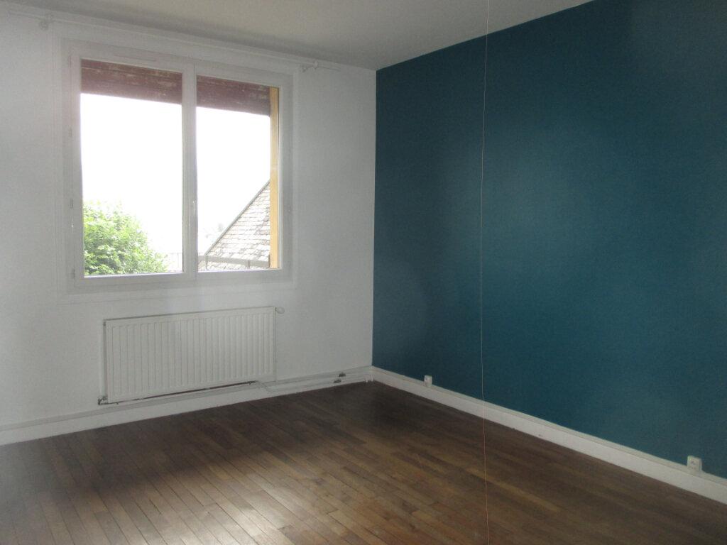 Appartement à louer 4 133.02m2 à Les Échelles vignette-3
