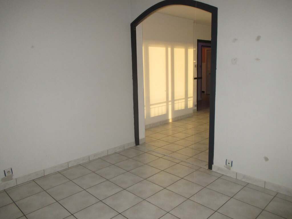 Appartement à louer 2 59m2 à Raismes vignette-2