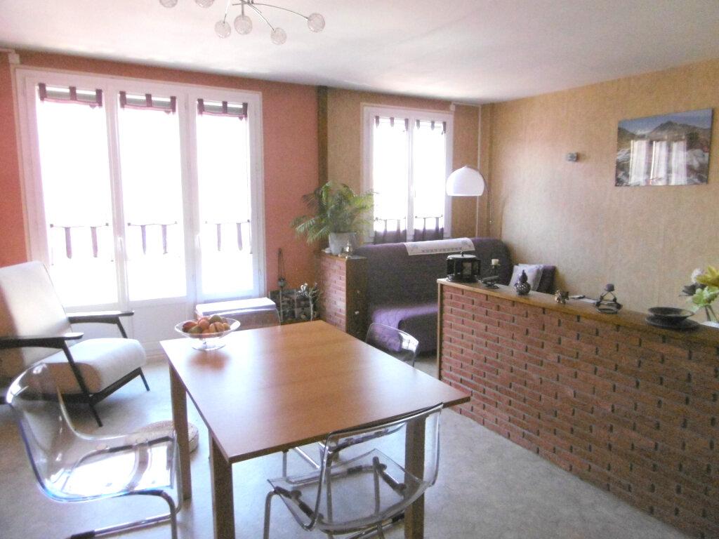 Appartement à vendre 4 74m2 à Chalon-sur-Saône vignette-1