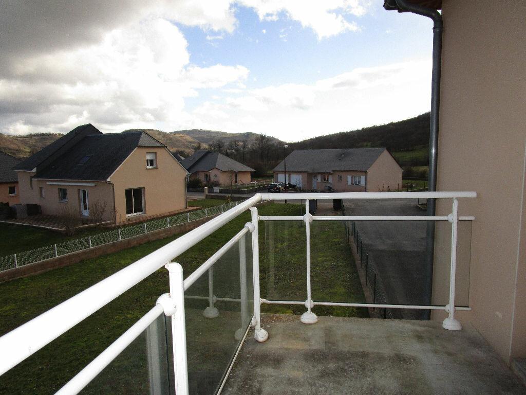 Appartement à louer 3 73.3m2 à Saint-Christophe-Vallon vignette-2