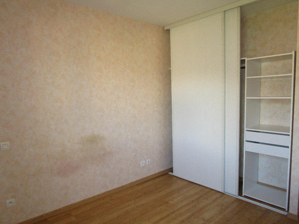 Appartement à louer 3 73.3m2 à Saint-Christophe-Vallon vignette-5