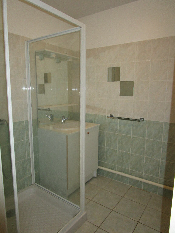 Appartement à louer 3 73.3m2 à Saint-Christophe-Vallon vignette-6