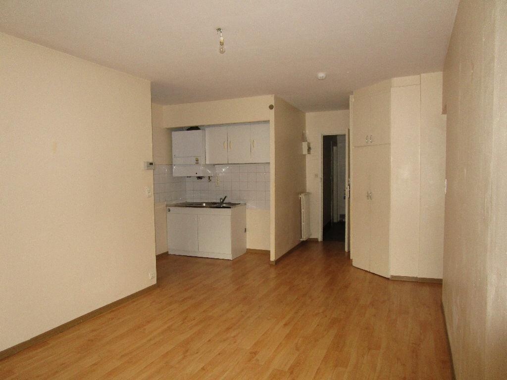 Appartement à louer 3 55.37m2 à Marcillac-Vallon vignette-2