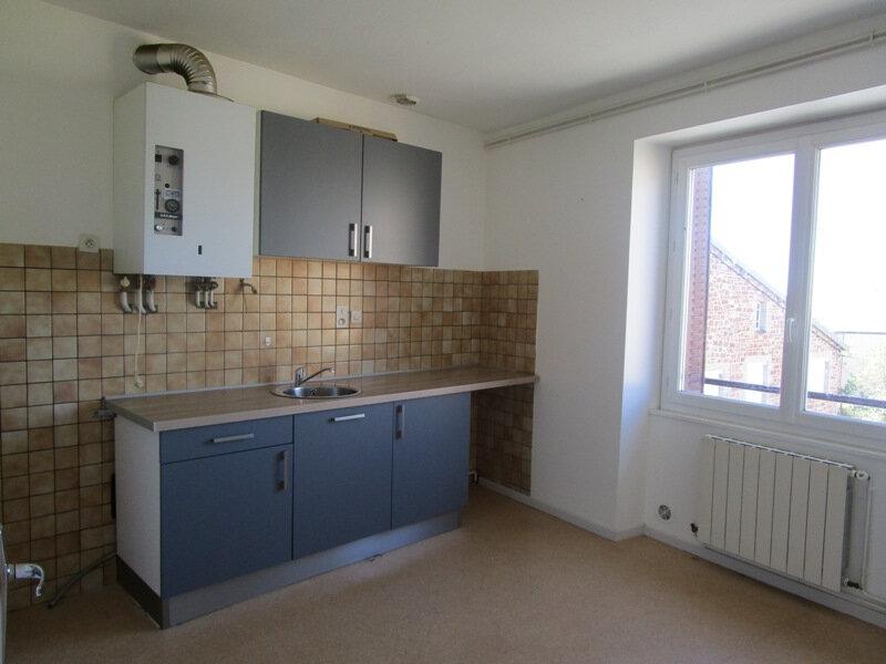 Appartement à louer 4 77m2 à Saint-Christophe-Vallon vignette-2
