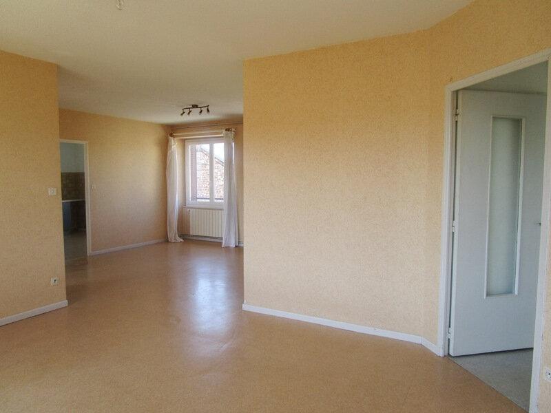 Appartement à louer 4 77m2 à Saint-Christophe-Vallon vignette-3