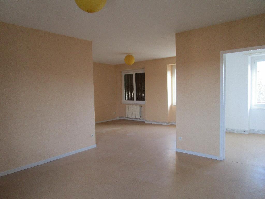 Appartement à louer 4 77m2 à Saint-Christophe-Vallon vignette-4