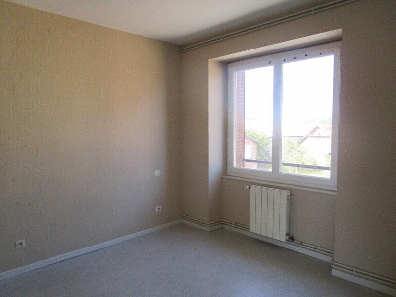 Appartement à louer 4 77m2 à Saint-Christophe-Vallon vignette-5