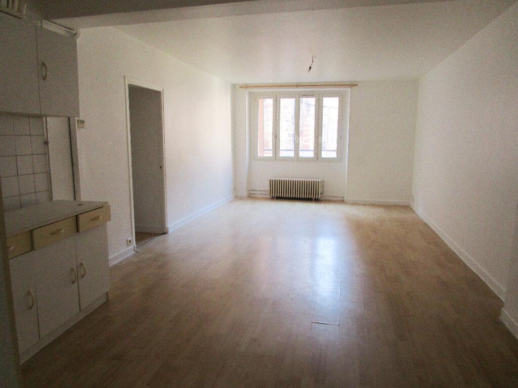 Appartement à louer 4 74m2 à Marcillac-Vallon vignette-1