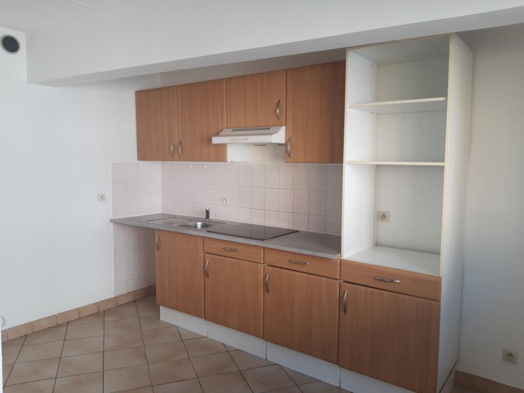 Appartement à louer 3 70m2 à Rodez vignette-1