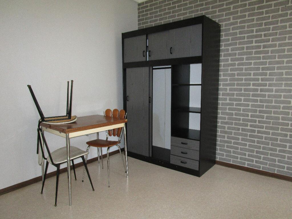 Appartement à louer 1 15.38m2 à Rodez vignette-3