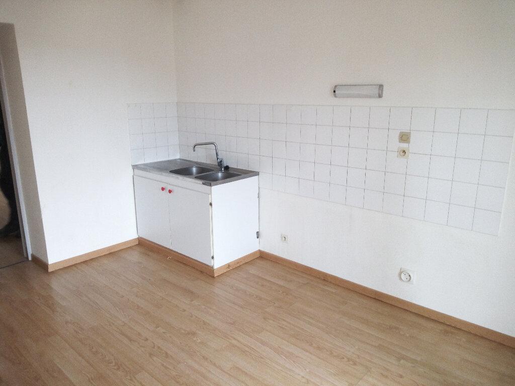 Appartement à louer 3 60m2 à Cransac vignette-1
