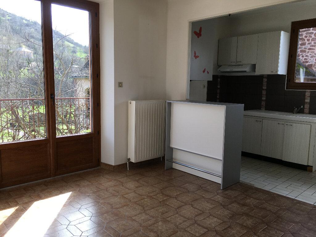 Maison à louer 4 85m2 à Marcillac-Vallon vignette-4