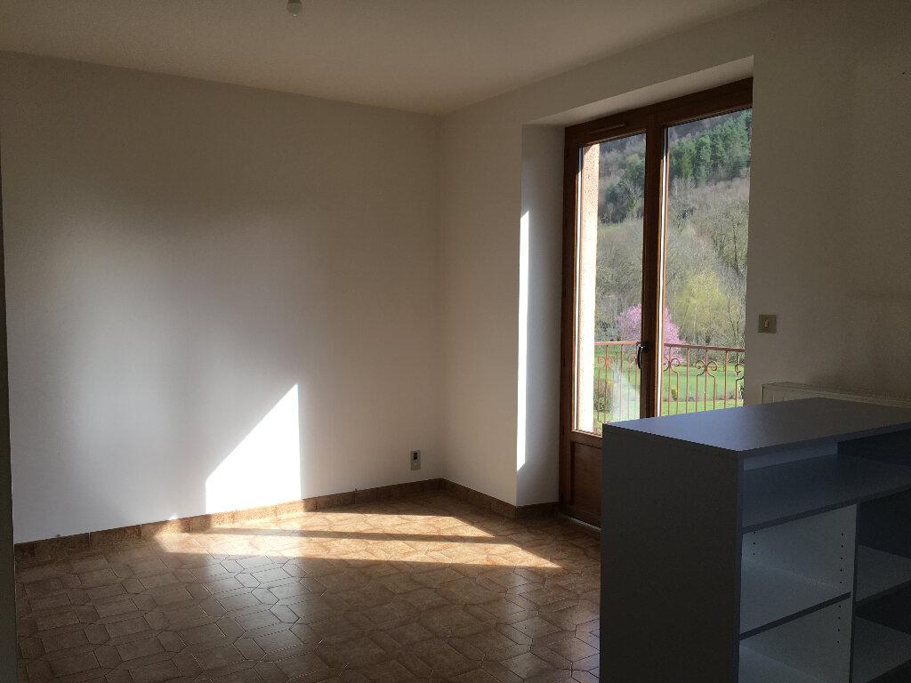Maison à louer 4 85m2 à Marcillac-Vallon vignette-5