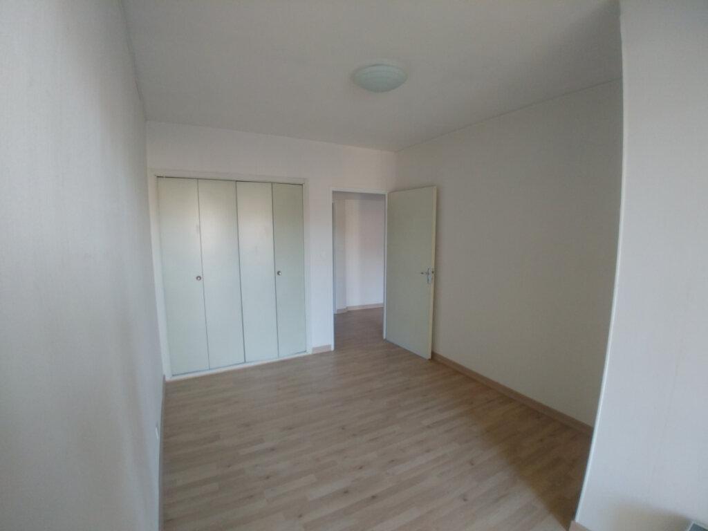 Appartement à louer 3 76.55m2 à Rodez vignette-3