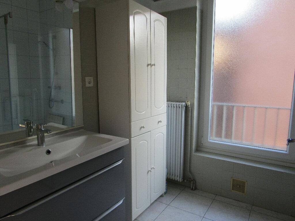 Appartement à louer 4 100m2 à Marcillac-Vallon vignette-6