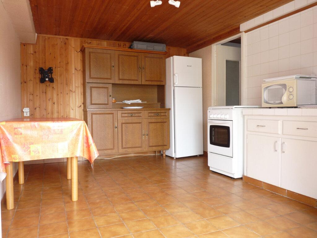 Maison à vendre 2 33m2 à Saint-Georges-de-Didonne vignette-4