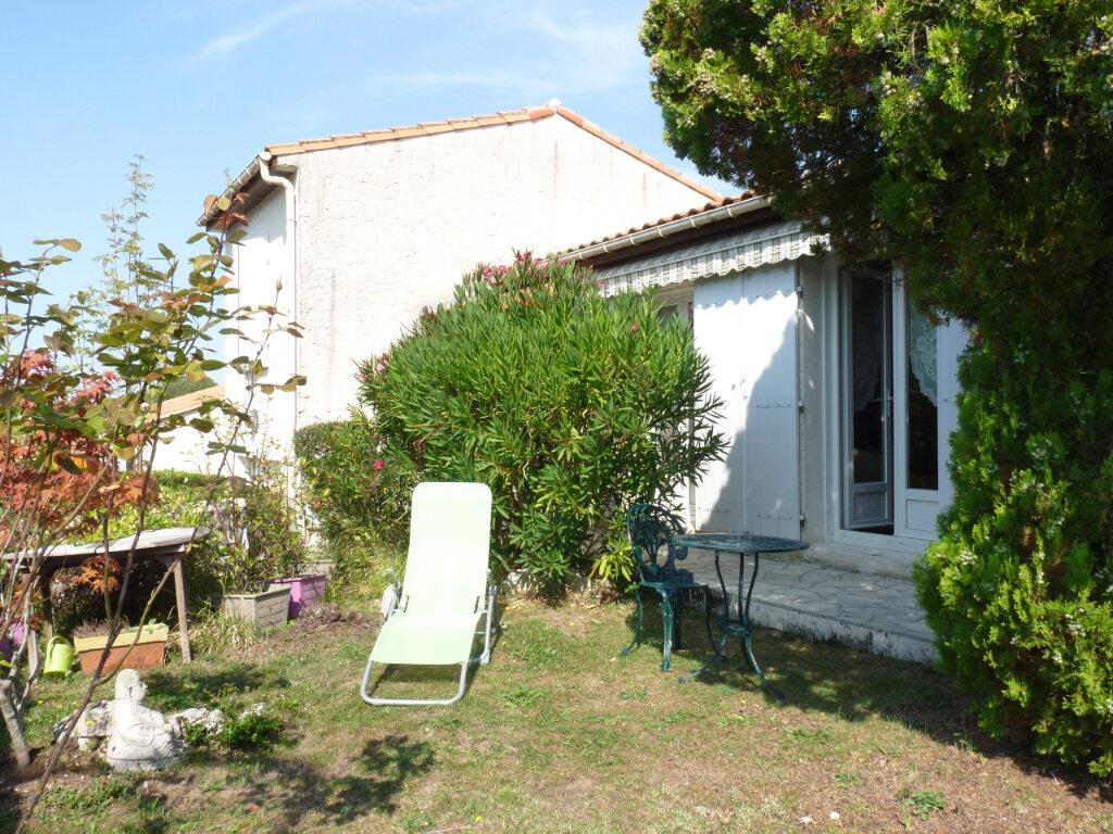 Maison à vendre 5 112m2 à Saint-Georges-de-Didonne vignette-1