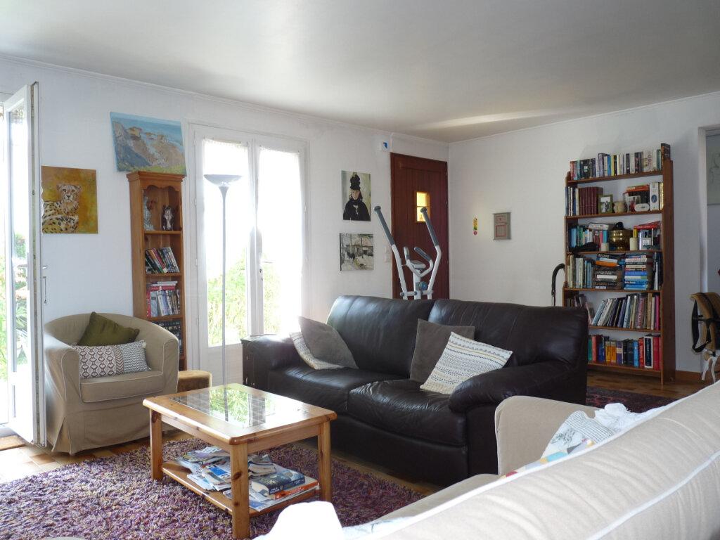 Maison à vendre 5 112m2 à Saint-Georges-de-Didonne vignette-4