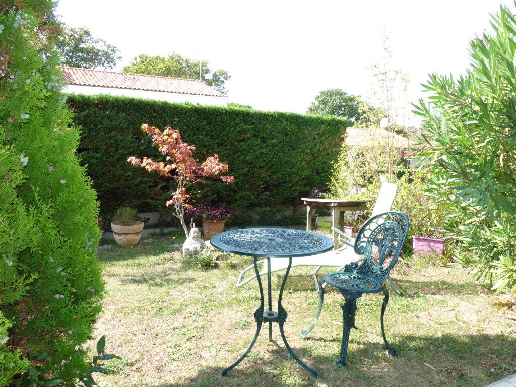 Maison à vendre 5 112m2 à Saint-Georges-de-Didonne vignette-5
