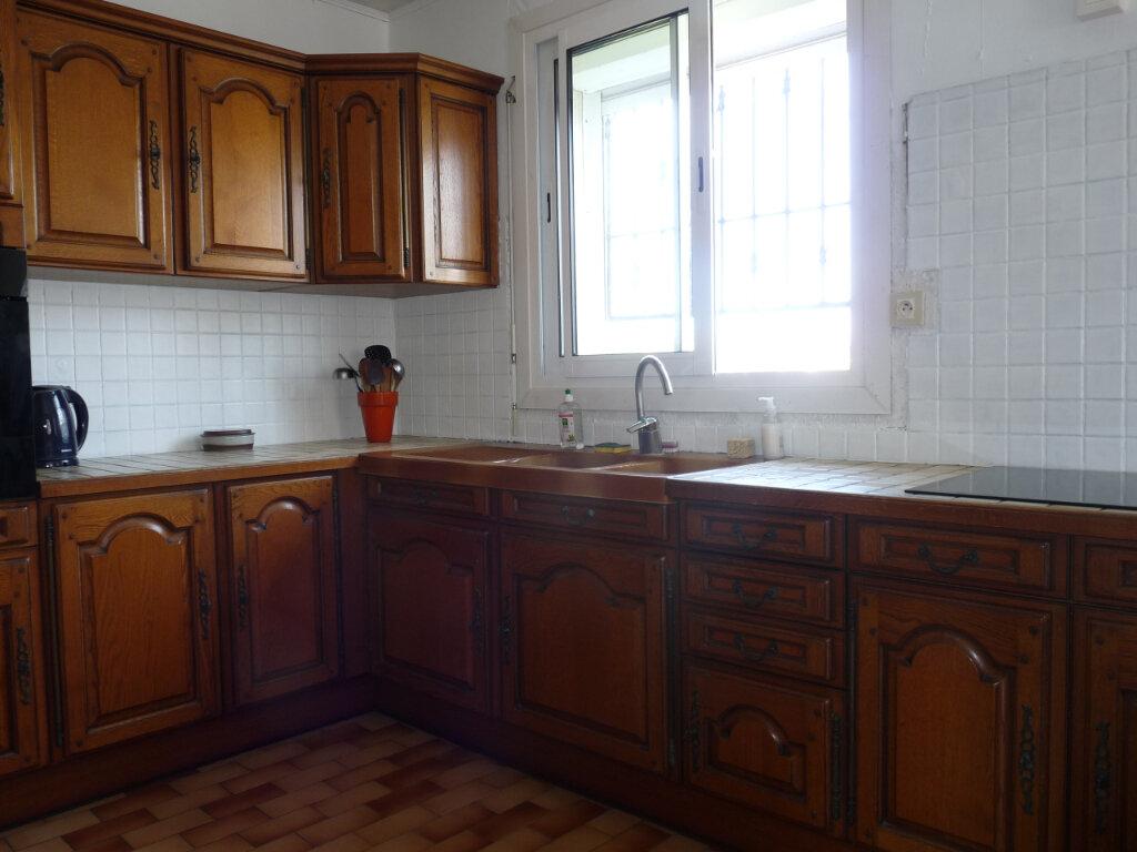 Maison à vendre 5 112m2 à Saint-Georges-de-Didonne vignette-6