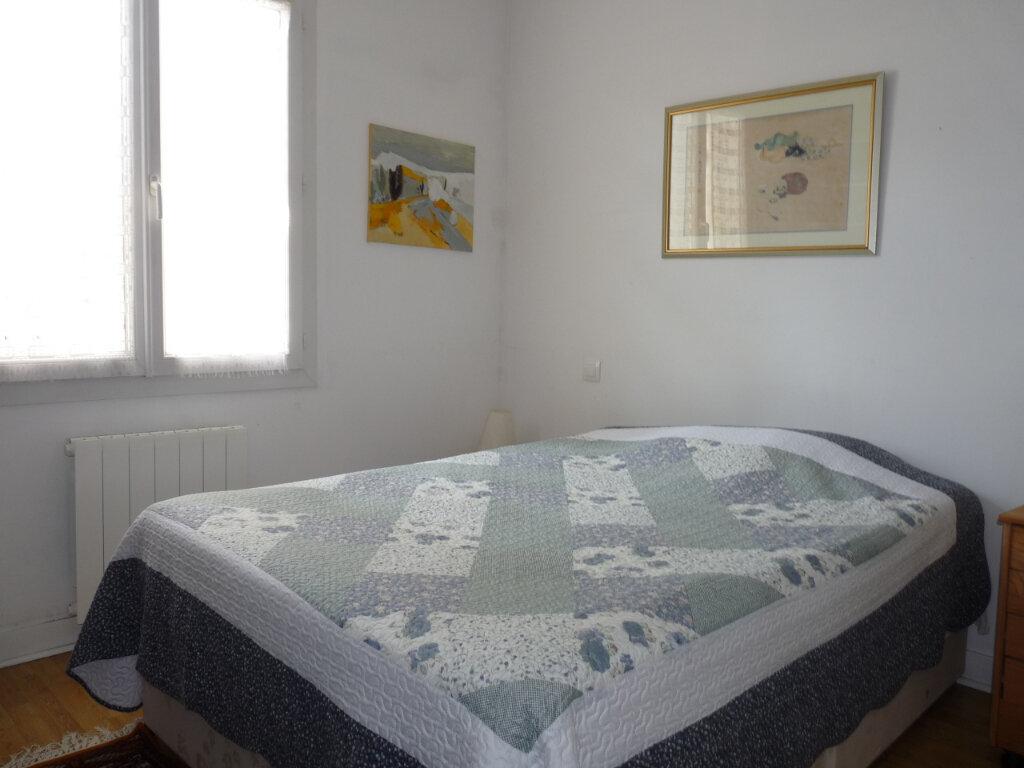 Maison à vendre 5 112m2 à Saint-Georges-de-Didonne vignette-7