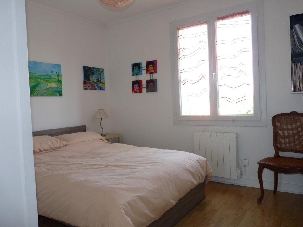 Maison à vendre 5 112m2 à Saint-Georges-de-Didonne vignette-8