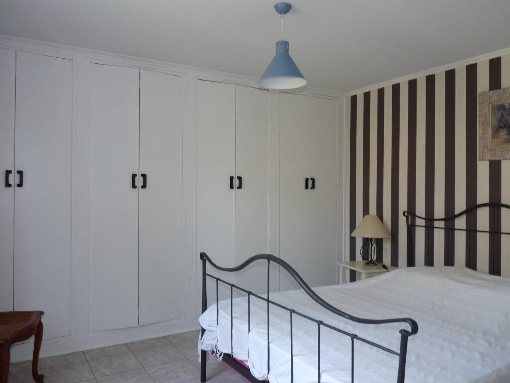 Maison à vendre 5 112m2 à Saint-Georges-de-Didonne vignette-9
