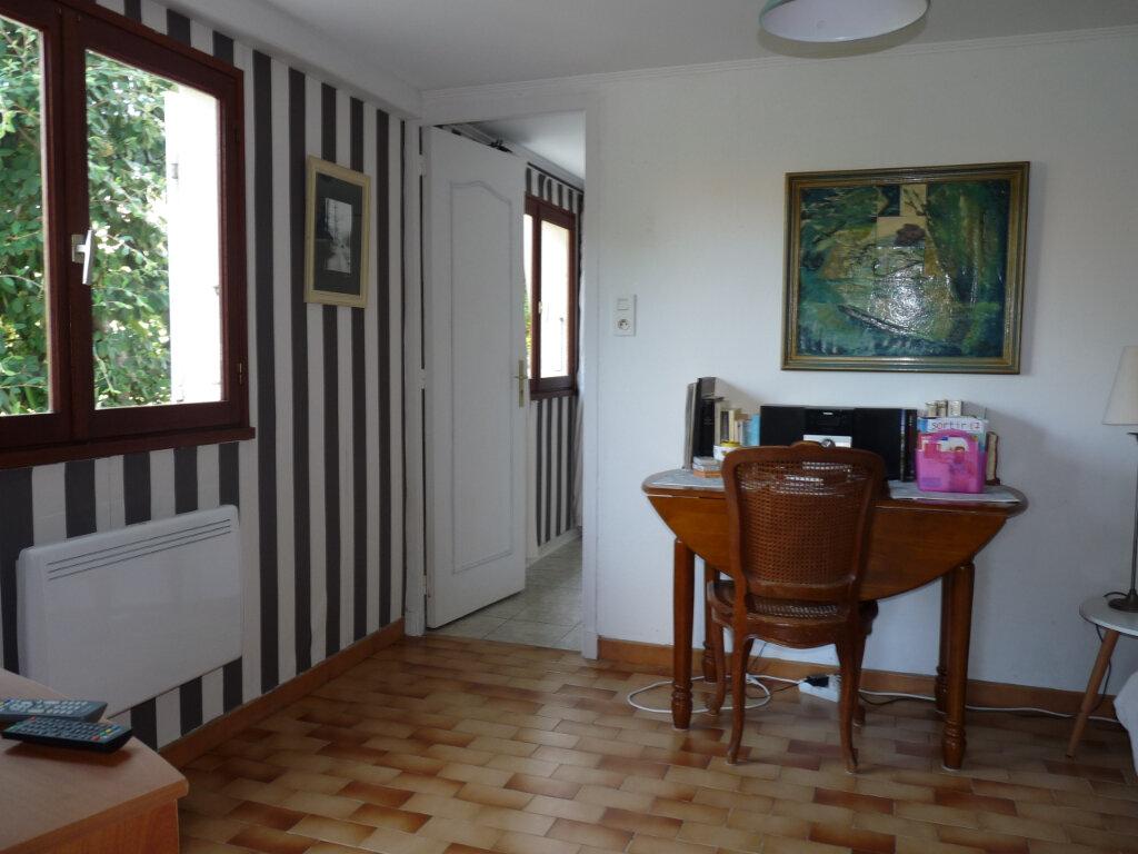 Maison à vendre 5 112m2 à Saint-Georges-de-Didonne vignette-10