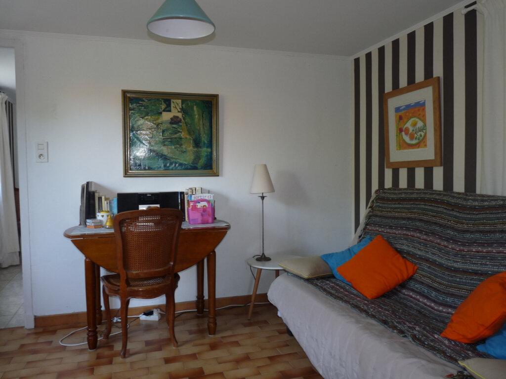Maison à vendre 5 112m2 à Saint-Georges-de-Didonne vignette-11
