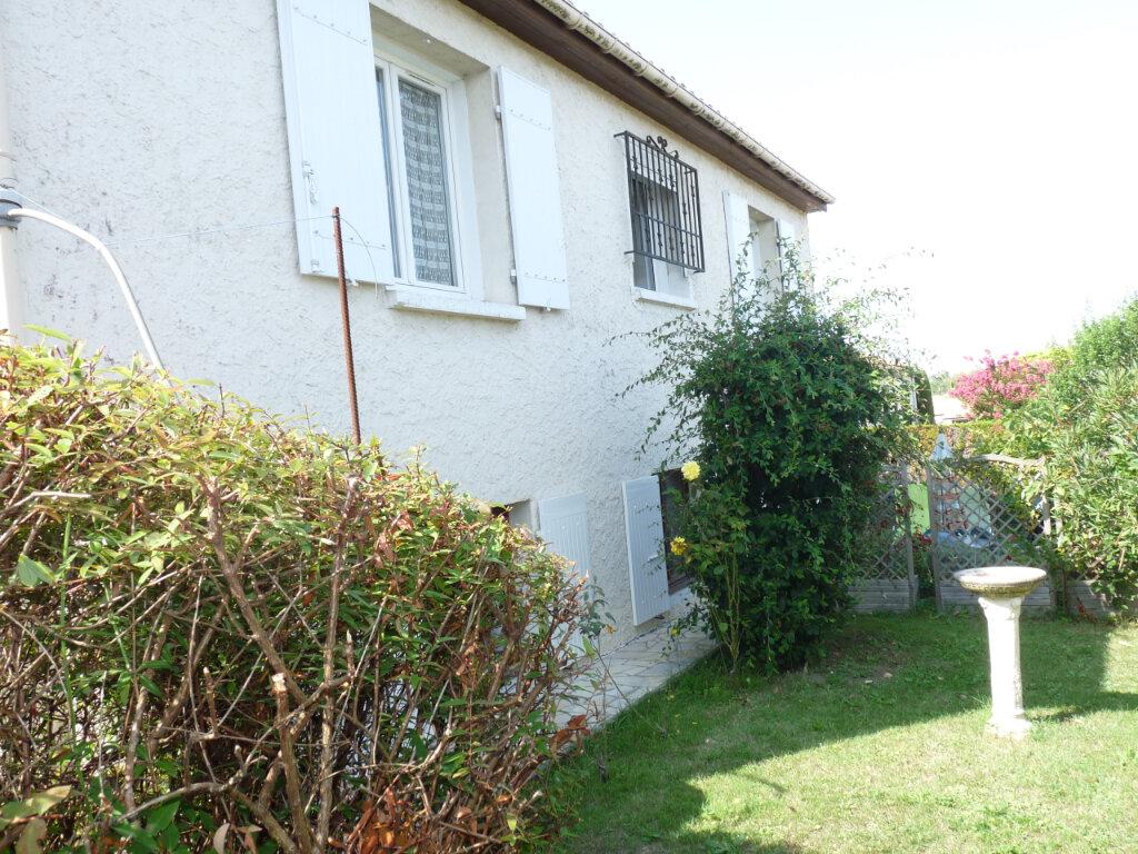 Maison à vendre 5 112m2 à Saint-Georges-de-Didonne vignette-12