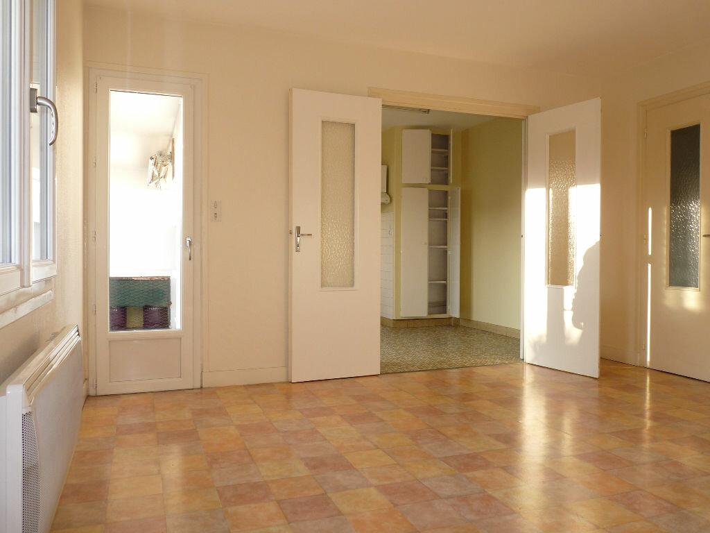 Appartement à vendre 4 70.63m2 à Royan vignette-1