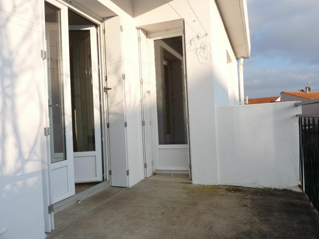 Appartement à vendre 4 70.63m2 à Royan vignette-2