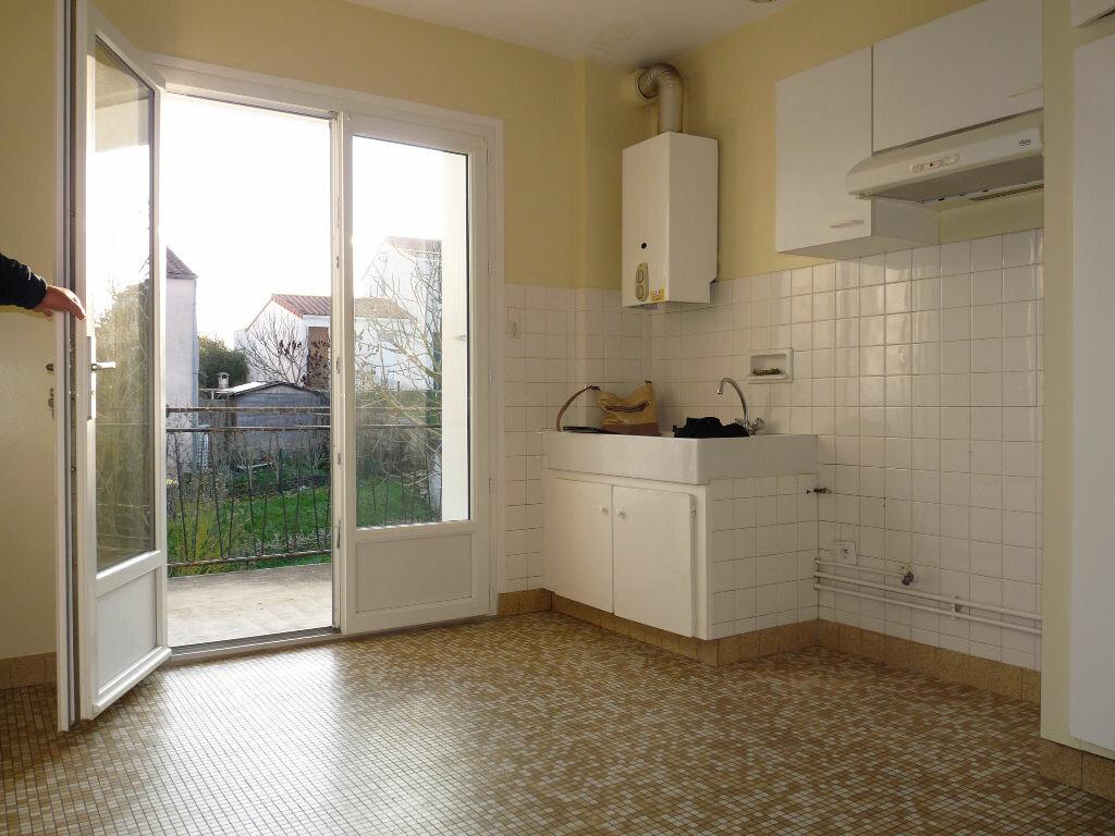 Appartement à vendre 4 70.63m2 à Royan vignette-3
