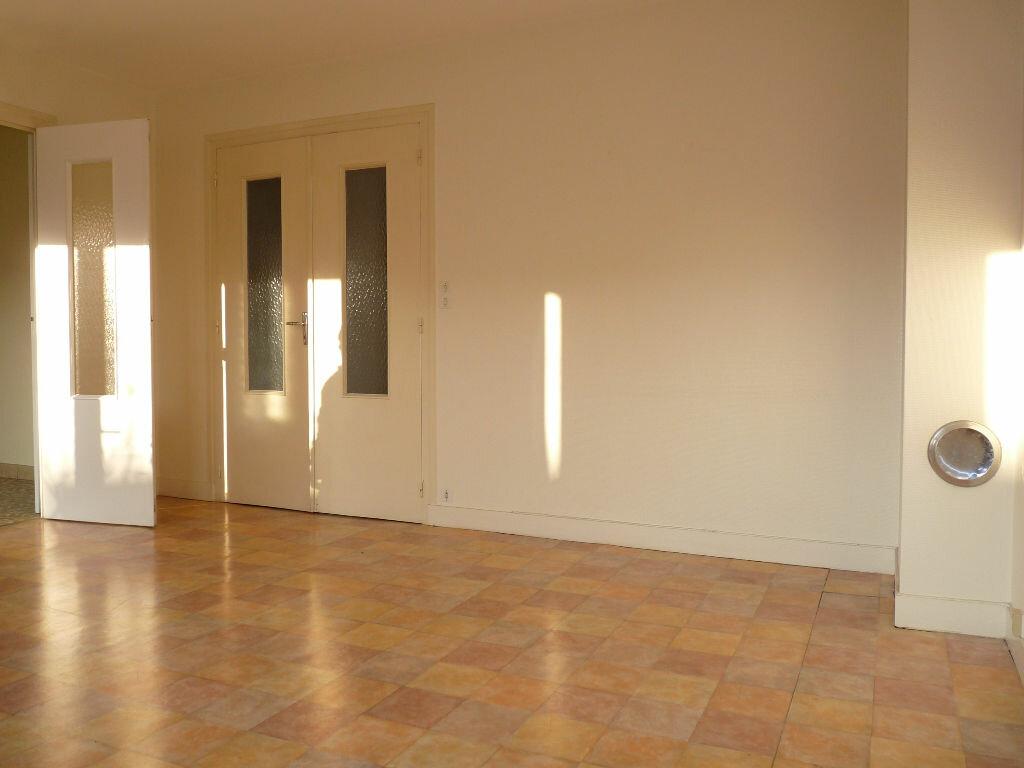 Appartement à vendre 4 70.63m2 à Royan vignette-4