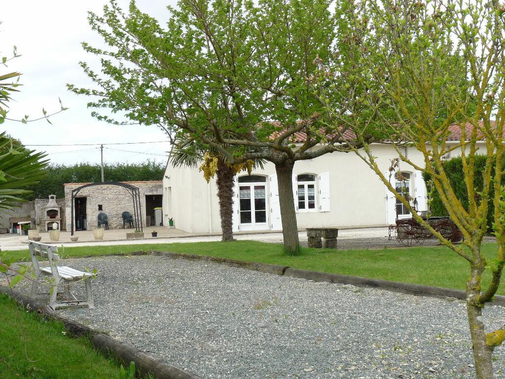 Maison à vendre 7 180m2 à La Gripperie-Saint-Symphorien vignette-1
