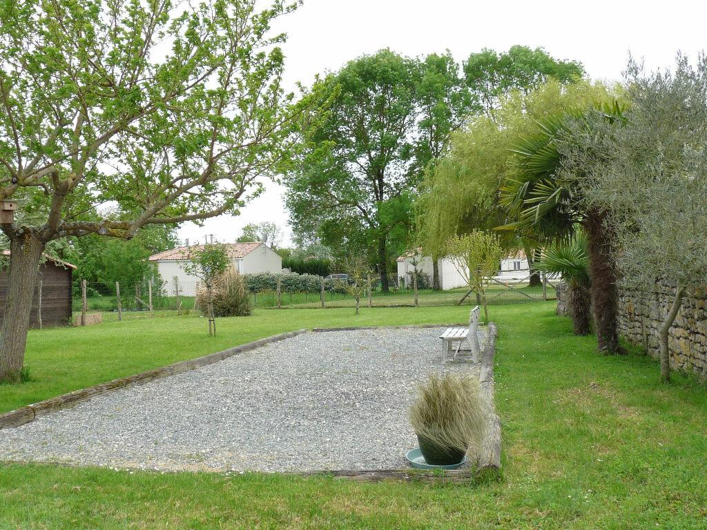 Maison à vendre 7 180m2 à La Gripperie-Saint-Symphorien vignette-4
