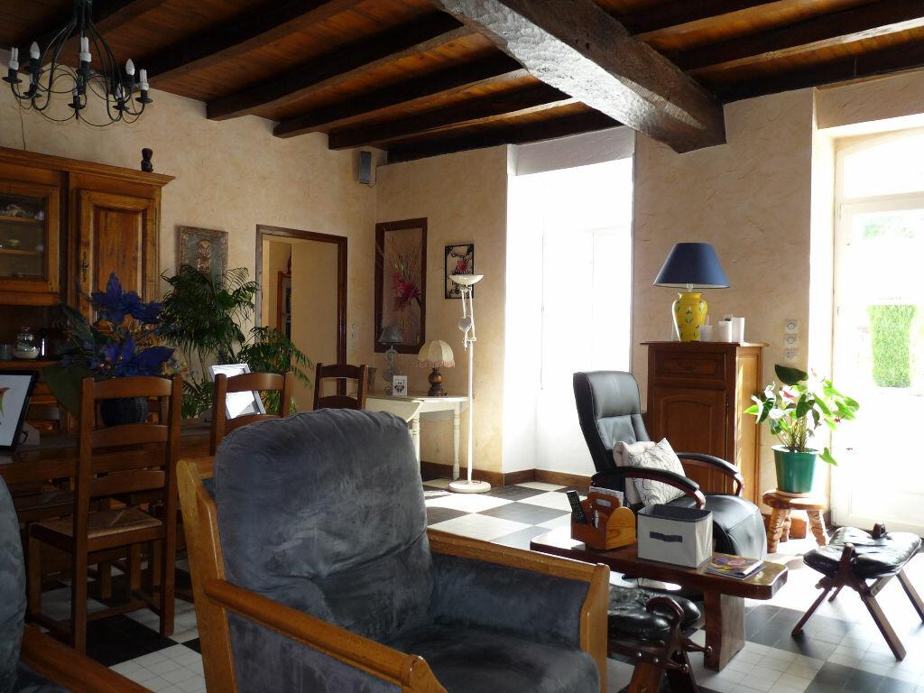 Maison à vendre 7 180m2 à La Gripperie-Saint-Symphorien vignette-6