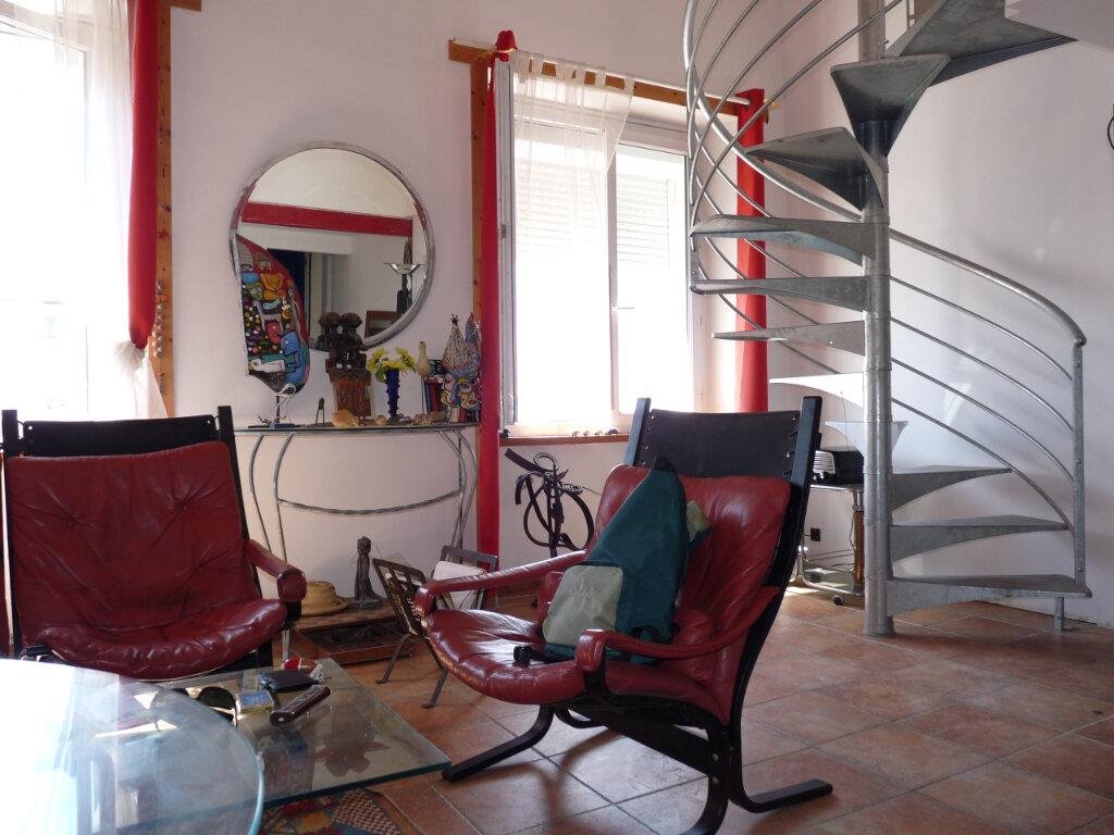 Appartement à vendre 4 82m2 à Royan vignette-2