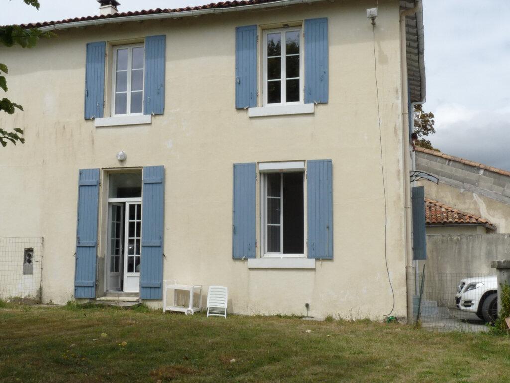 Maison à vendre 4 105m2 à Semussac vignette-1