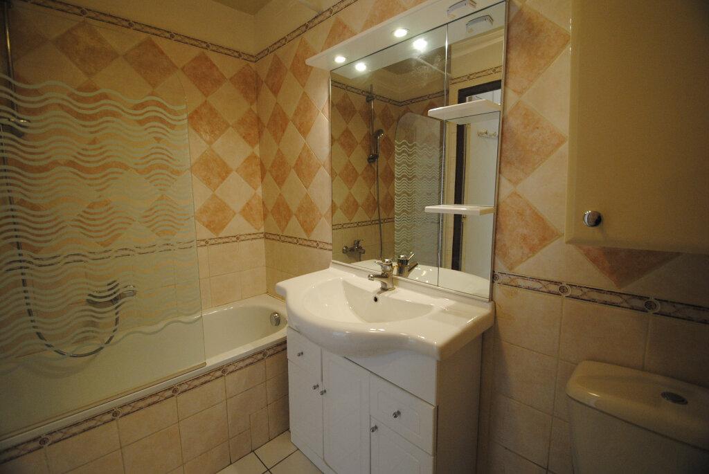 Appartement à vendre 3 59m2 à Sainte-Tulle vignette-2