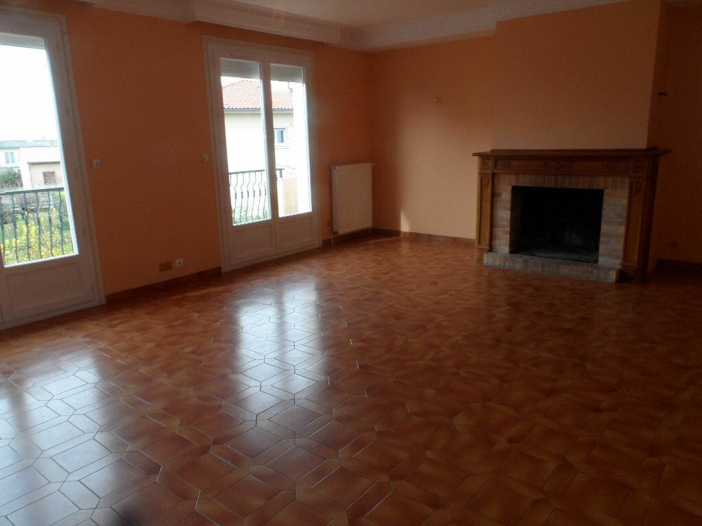 Maison à louer 5 126.01m2 à Saint-Jean vignette-2