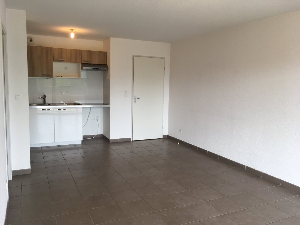 Appartement à louer 3 58m2 à Tournefeuille vignette-2