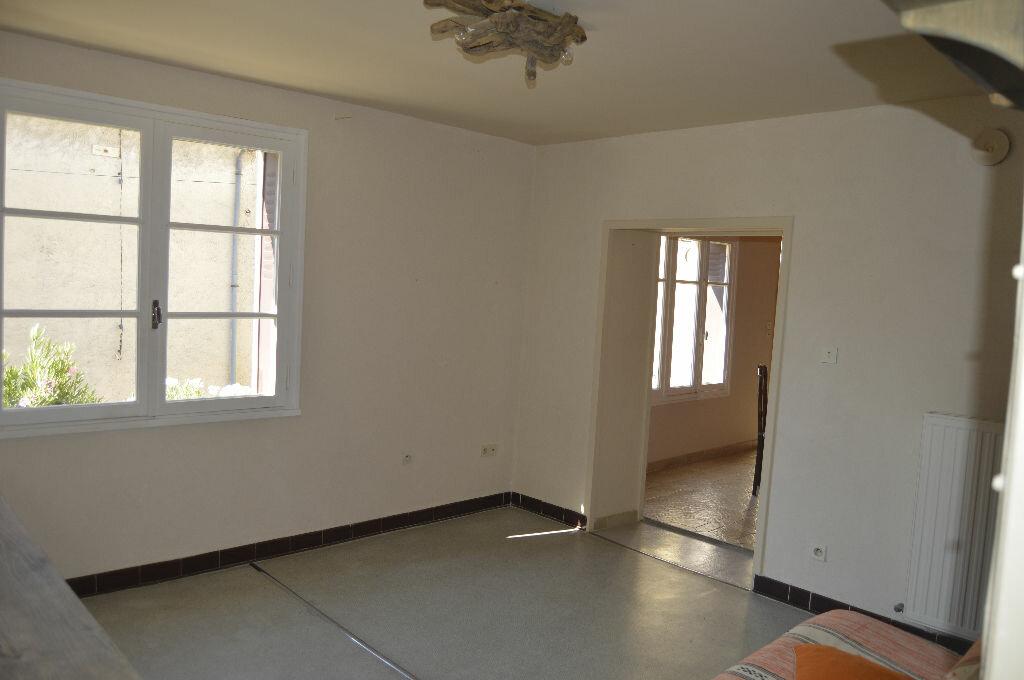 Appartement à louer 3 49.25m2 à Saint-Paul-Trois-Châteaux vignette-3