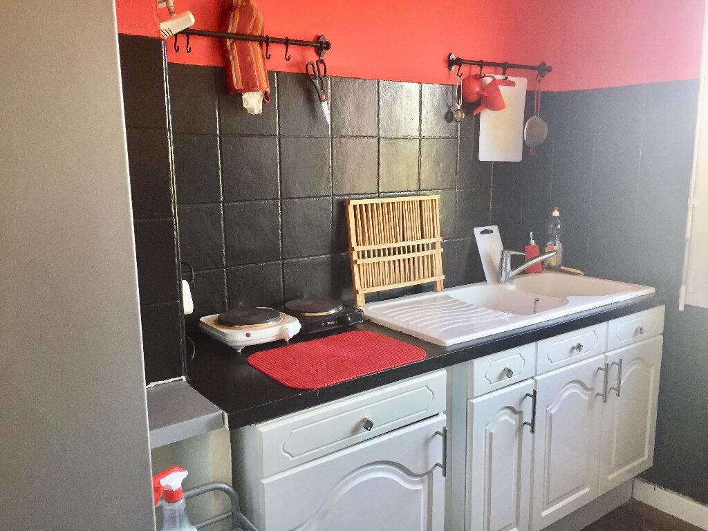 Appartement à vendre 3 56m2 à Bourg-Saint-Andéol vignette-1