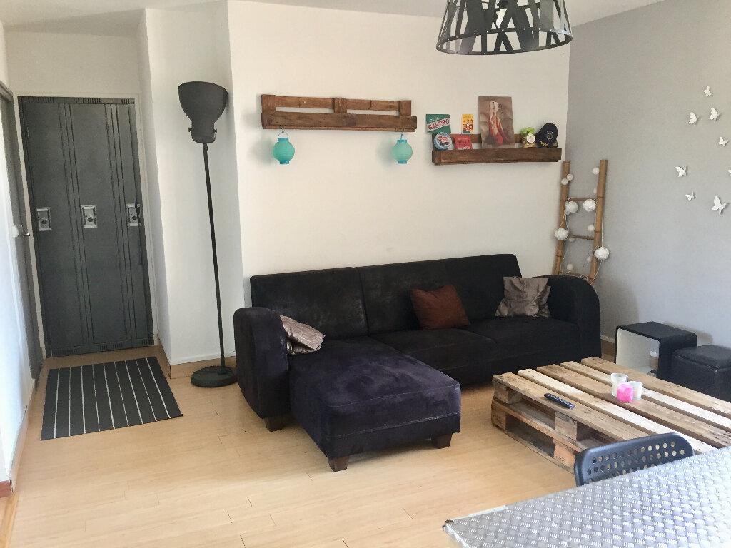 Appartement à vendre 3 56m2 à Bourg-Saint-Andéol vignette-2