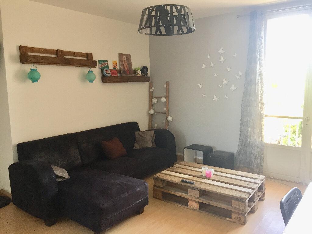 Appartement à vendre 3 56m2 à Bourg-Saint-Andéol vignette-3
