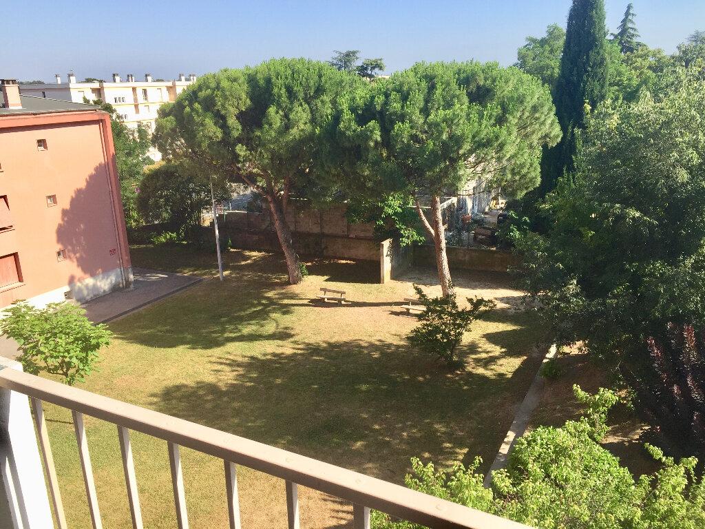 Appartement à vendre 3 56m2 à Bourg-Saint-Andéol vignette-4