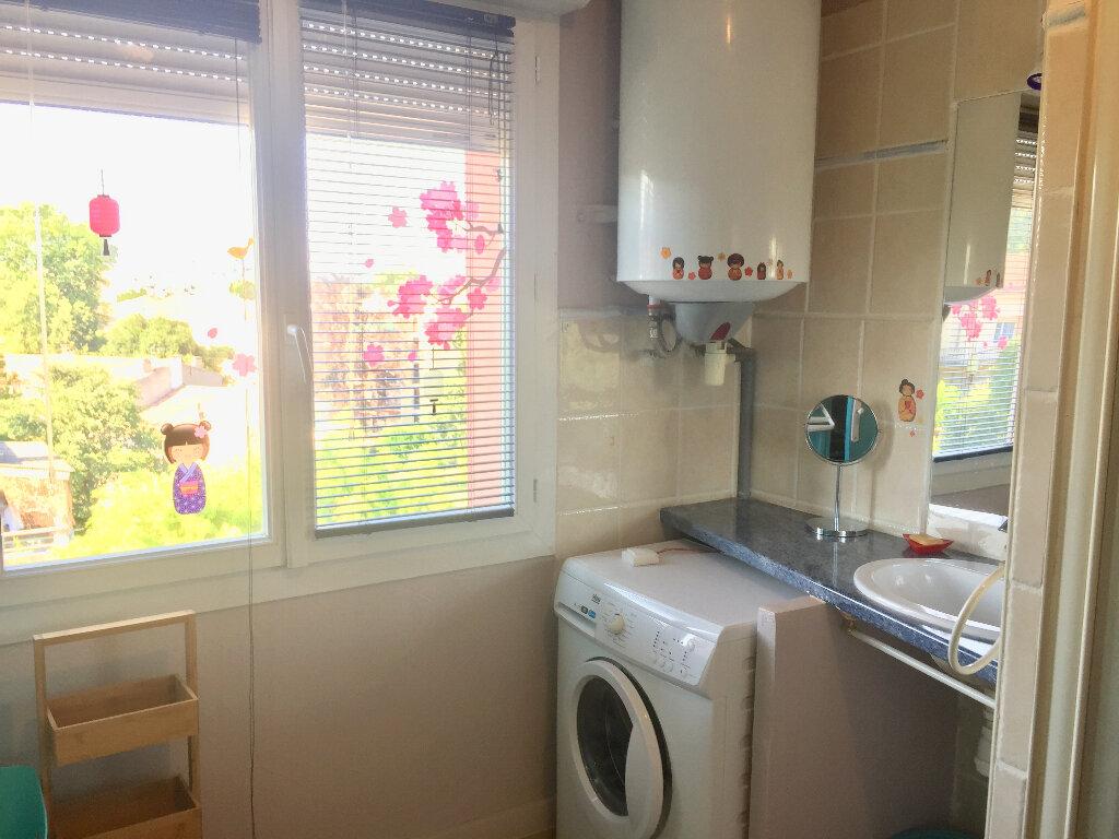 Appartement à vendre 3 56m2 à Bourg-Saint-Andéol vignette-12